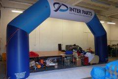pneumatyczna-brama-reklamowa-łamana-inter-parts