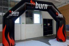 pneumatyczna-brama-reklamowa-łamana_burn