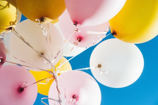 Świecące balony – widowiskowa atrakcja na wesele